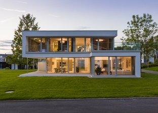 individuelle planung moderner bungalow kfw effizienzhaus 70 von baufritz cubushaus flachdach. Black Bedroom Furniture Sets. Home Design Ideas